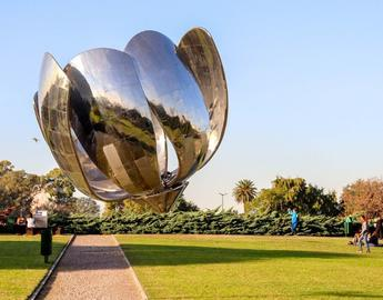 Floralis statue in Buenos Aires, photo from elluisx via pixabay