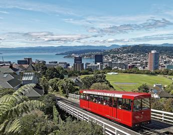 red tram over Wellington NZ - pixabay Makalu